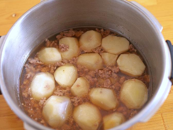 里芋と豚ひき肉の煮物加圧後