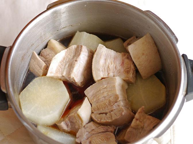 豚バラと大根の煮物加圧前