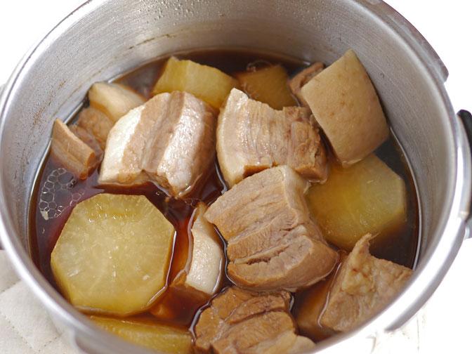 豚バラと大根の煮物加圧後